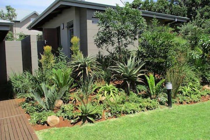 Peaceful Garden Cottage in Simbithi