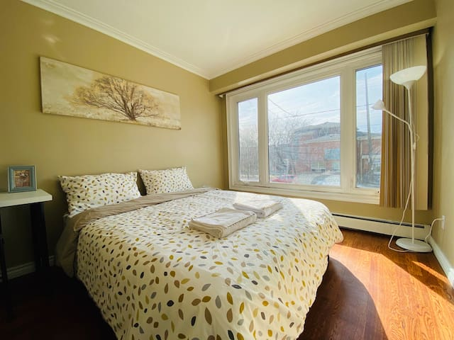 Bright & Cozy Private Bedroom Downtown Toronto