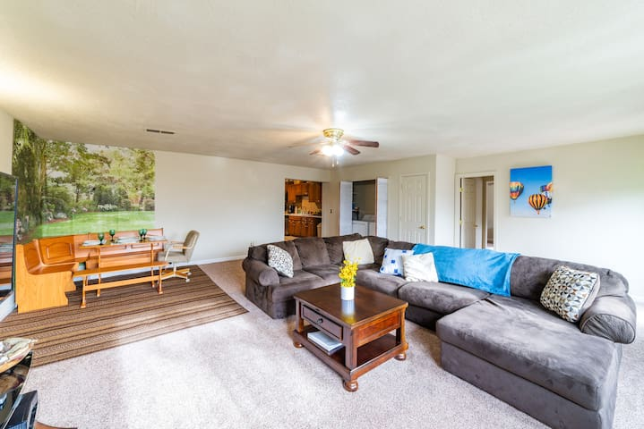 spacious house near I-40 in the heart of Uptown
