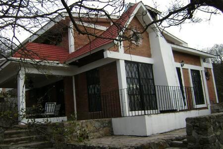 Cabaña La Serenidad Sierra de Lobos - León - Haus