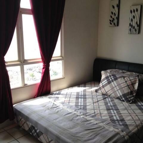 surabaya rooms under $25/day !!