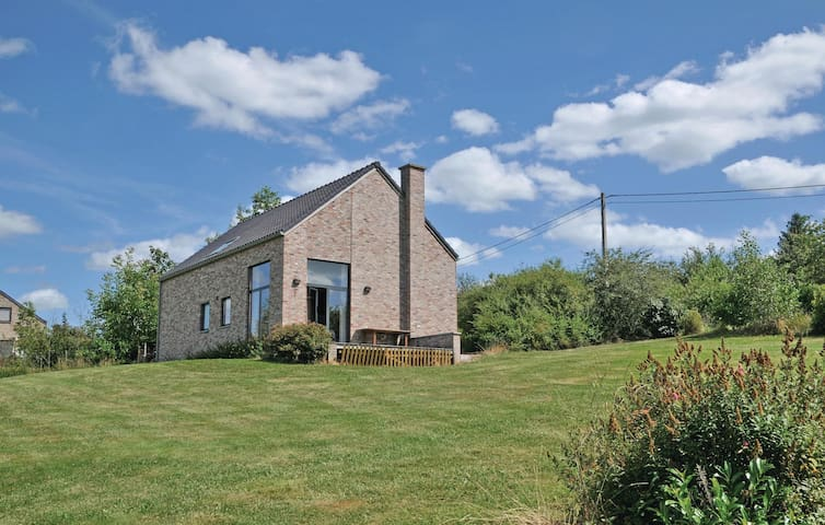 Holiday cottage with 4 bedrooms on 114m² in Somme-Leuze