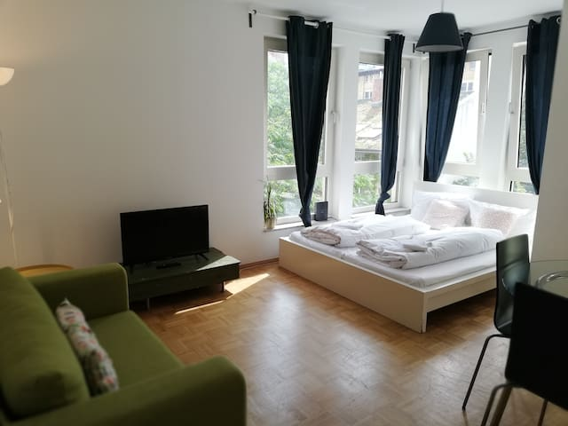 Flat with balcony for 5 persons in Berlin center