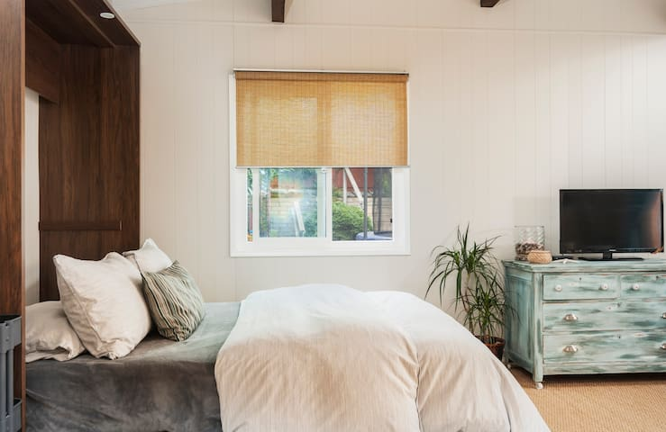 Wake up to the soothing feel that the studio has to offer.
