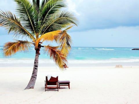 Walk to private beach!  Villa w/pool & BBQ