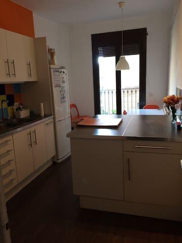 Habitacion amplia en pleno centro de Barcelona. - Barcelona - House
