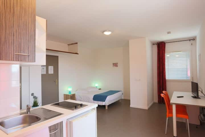 Studio for 2 (22 m²) in Lyon near the subway