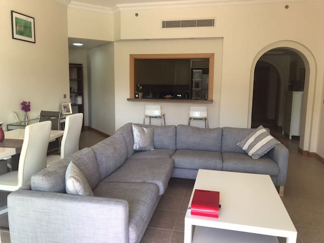 Beautifully furnished Palm Jumeirah 2 Bed