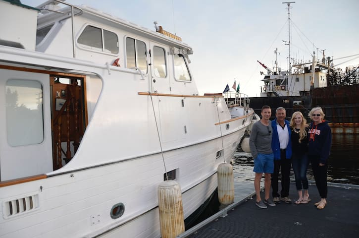 55' Grand Banks Boat/Yacht overnight on the water - Seattle - Boat