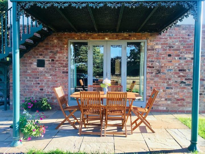 Countryside Coach House near Chester