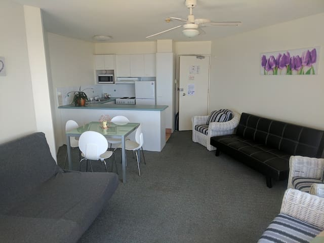 1 Bedroom City View in Aloha Apartments (A)