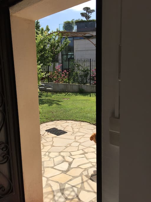 Porte  (sortie sur jardin).