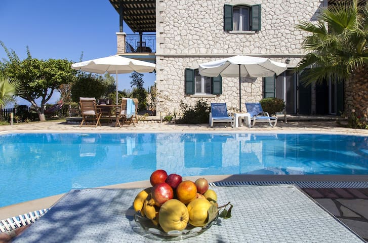 JuneOffers:Beautiful Villa Aliki with Private Pool