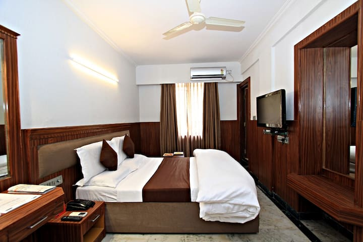 Deluxe Stay for 2 @ Central Street, close to MG Rd