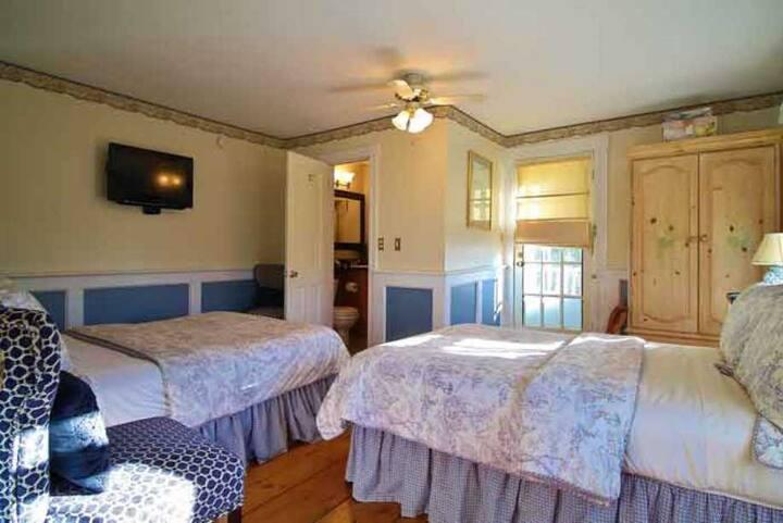 Room 1 - The Youngtown Inn & Restaurant