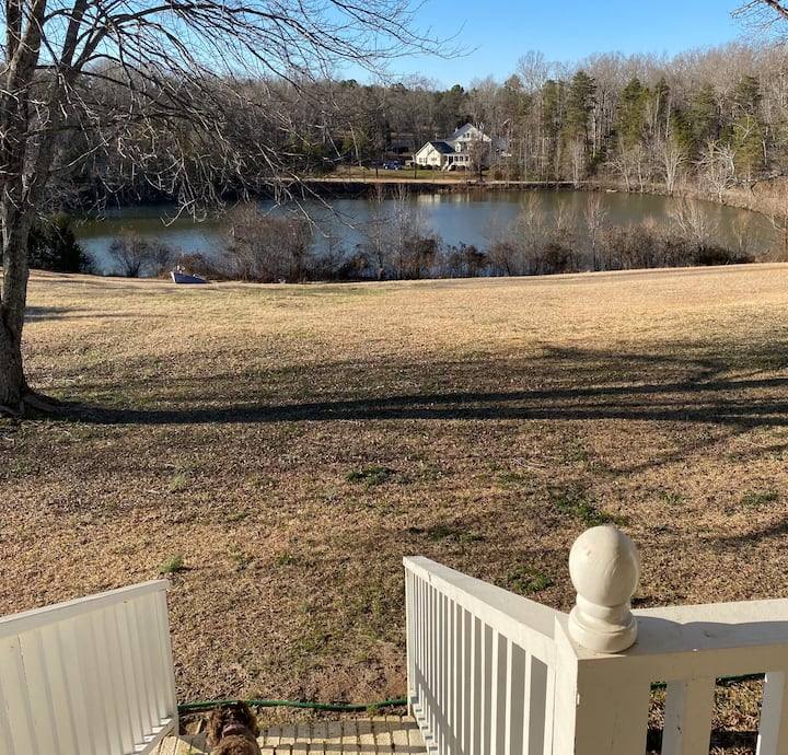 Peaceful Lakehouse