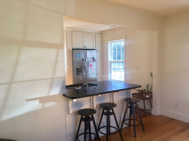 The B House - 2 minutes from Downtown Bentonville