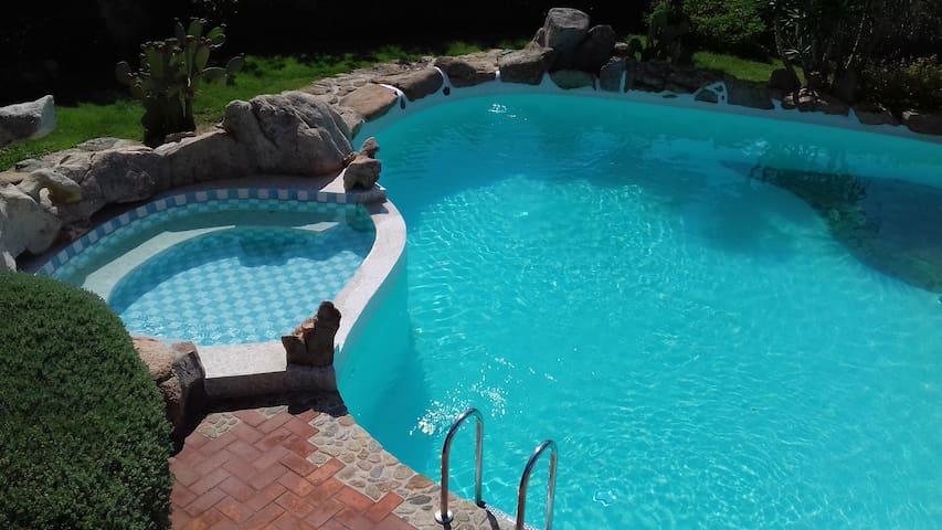 2 piscine private - อาร์ซาเชนา