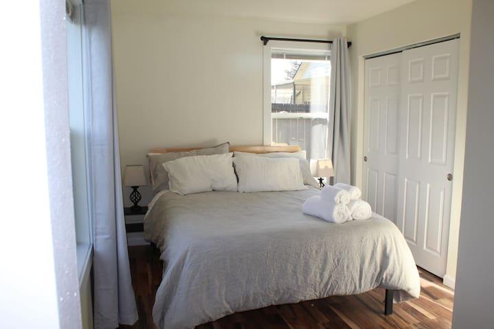 Little House - cozy, comfy, downtown