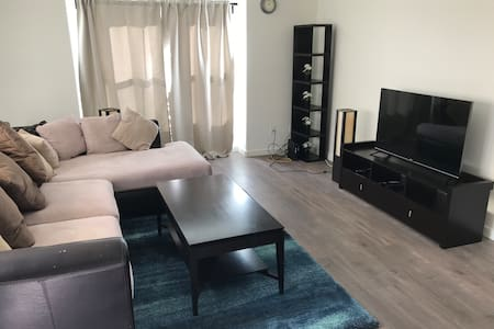 Private 1 Bed room Apt with car Parking - unit 2