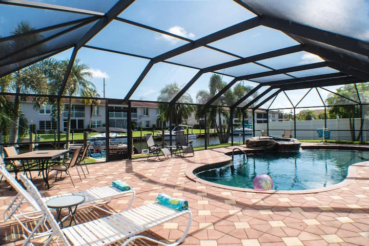 Vacation in comfort,pool,waterfront, boat rental.