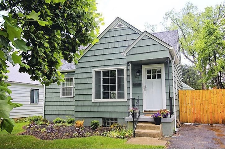 Large Room in a Cute Clintonville Home - Columbus - Casa