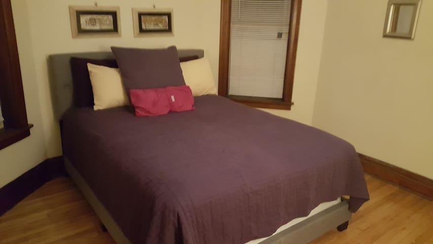 Bedroom 3 Blks from UofChicago歡迎 أهلا بك स्वागत हे