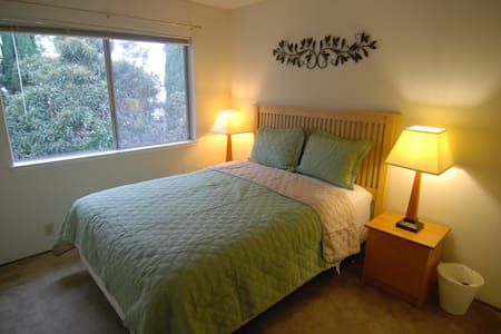 Cozy Queen Bedroom, Close to Everything, Room C - Sunnyvale