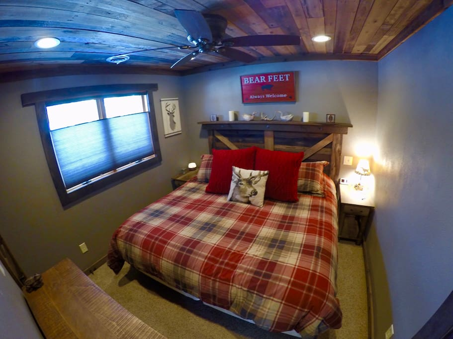 Newly remodeled master bedroom. Rustic and cozy!!