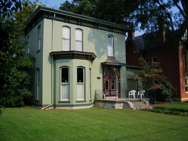 HISTORIC DOWNTOWN BOWLING GREEN HOME - โบว์ลิง กรีน