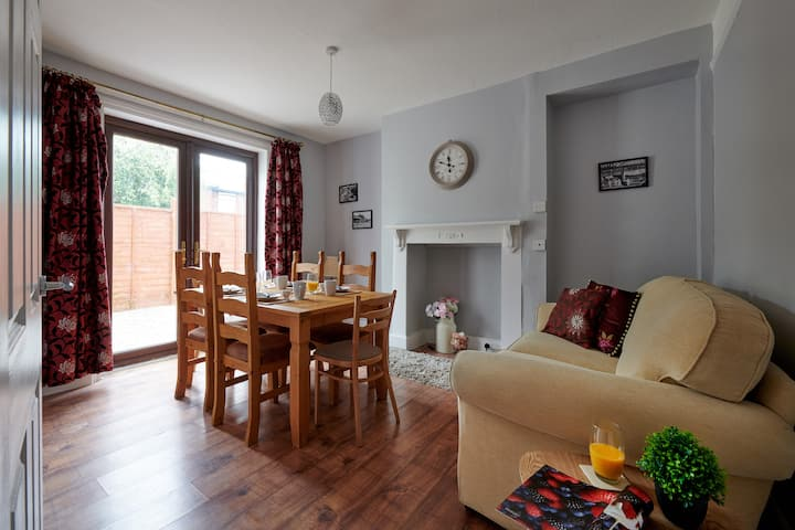Stunning 3 Bed House in Mold