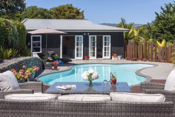 Stylish Pool House & Private Garden - Paraparaumu - Dom