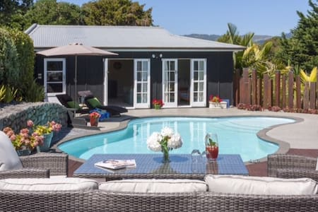 Stylish Pool House & Private Garden - Paraparaumu