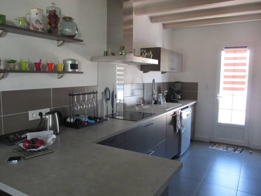 Jolie maison moderne dans village villas for rent in for Jolie maison moderne