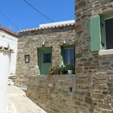 Galatas Suites - Stone House