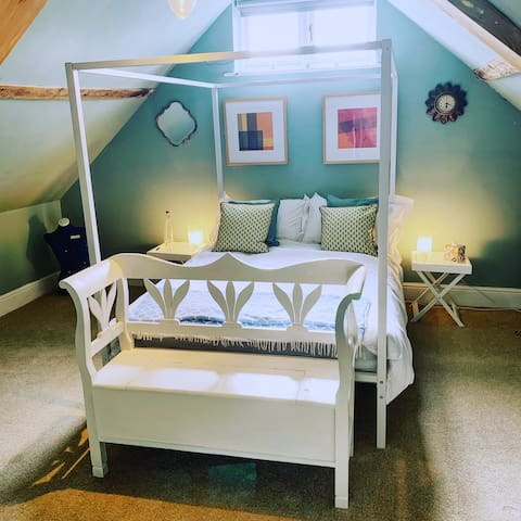 Stylish 1 bedroom loft suite