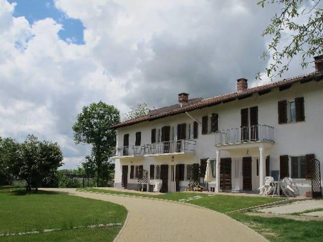 Casa esterno con giardino