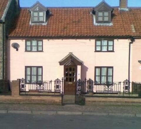 Pink Cottage B&B  red room