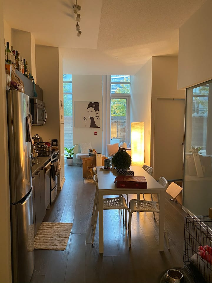 Cozy & friendly space in the heart of Toronto