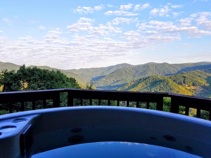 Slice of Heaven-Cabin with Stunning Views, Hot Tub