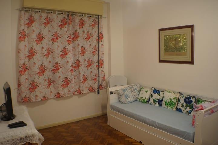 Apartamento na Cinelândia, próximo ao Metrô/VLT.