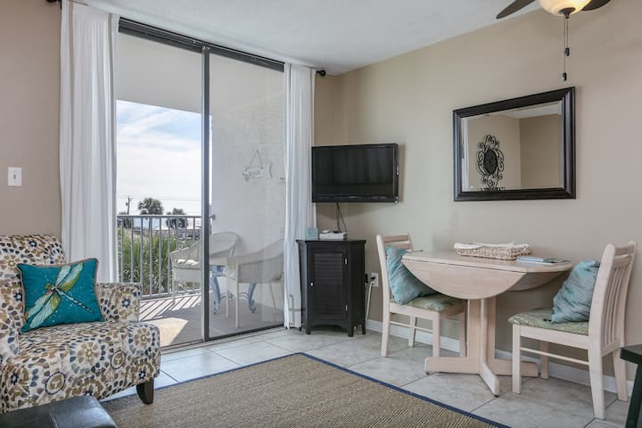 Water view condo w/ multiple pools, hot tub, tennis, pier & boat launch!