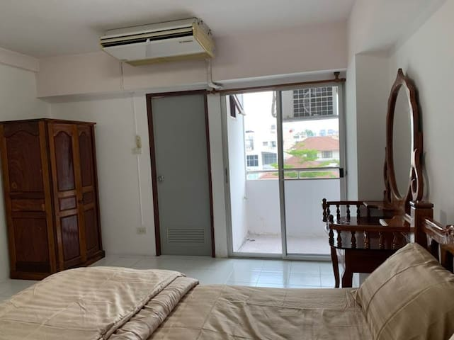 Private room near Bangkapi Mall/ Pier to Downtown
