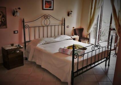 Camera balcone e bagno privato, Al Casale La Gerla - Assisi - Bed & Breakfast