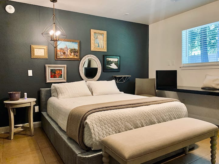 20% discount on 3+ nights Carmichael Suite!
