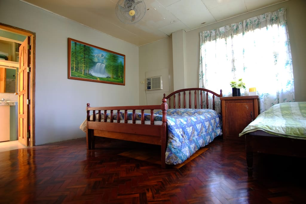 Air-conditioned room for the couple or for a family of four.