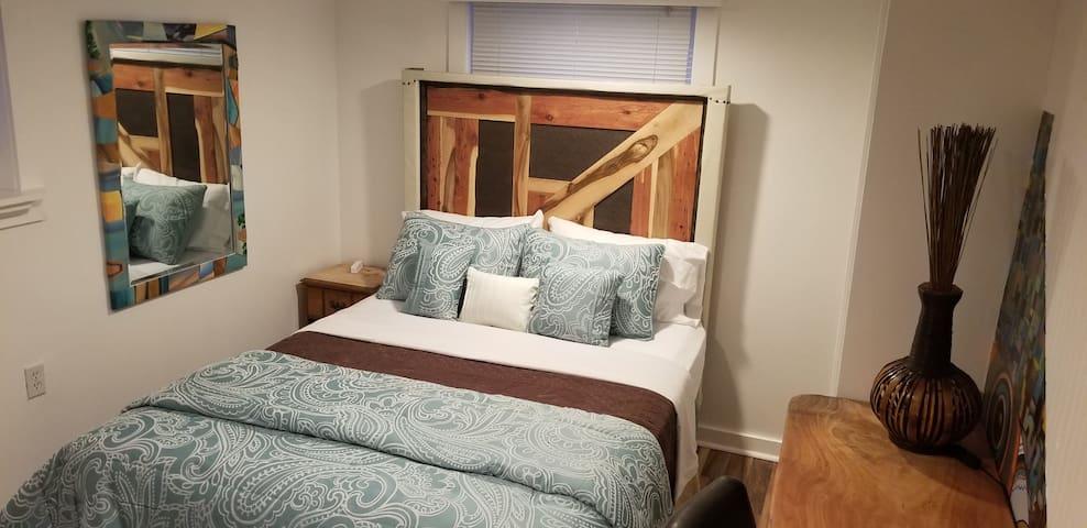 ▷ ˳Artsy Room, Charming Urban Cottage