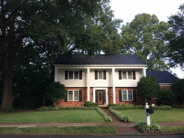 Large 5 BR Home Near Germantown