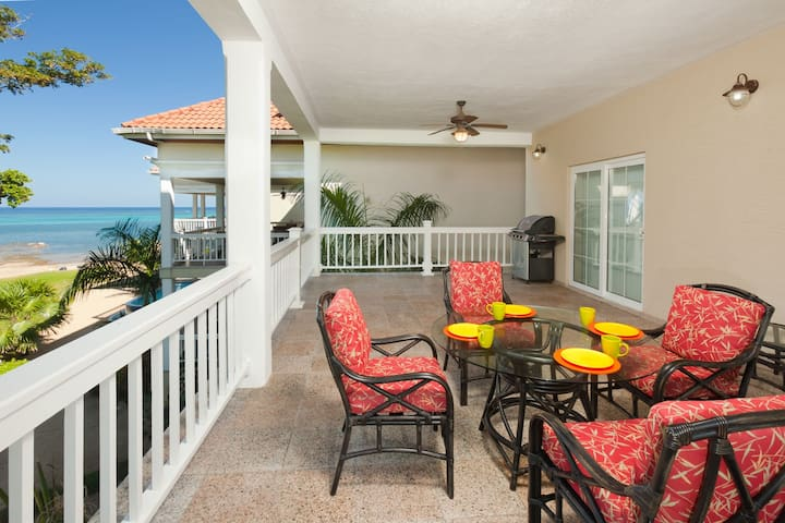 3BR Luxury Condo + Kayaks, Pools & Beach