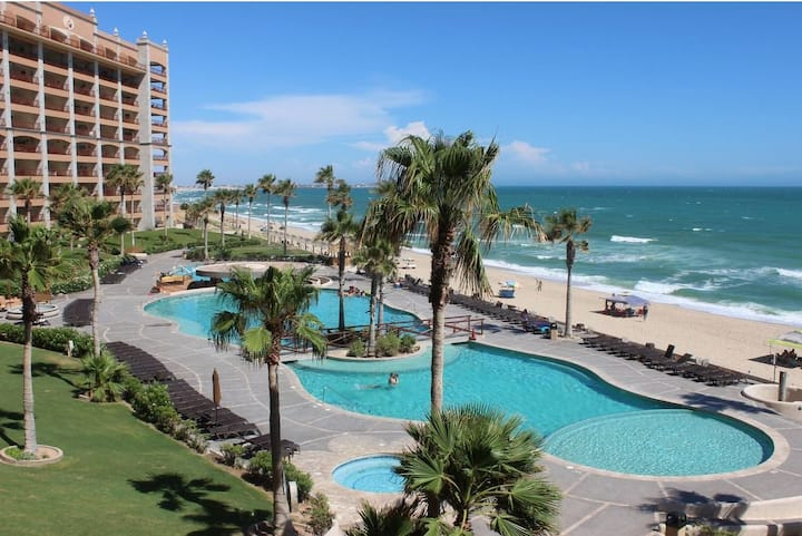 Beautiful Beach Front Condo, Closest to the Sea